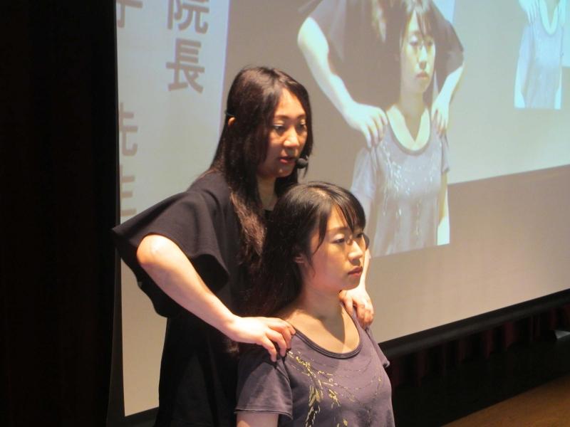 肩の位置がずれていても体に不具合が生じます。