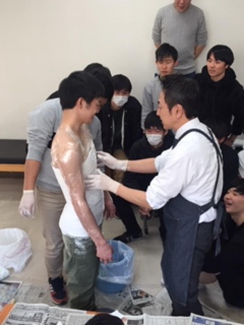 背骨で骨折で使用する体幹装具